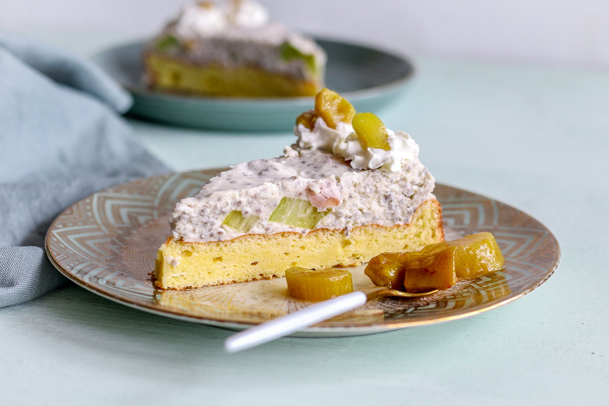 Low carb Rhabarber Biskuit Torte