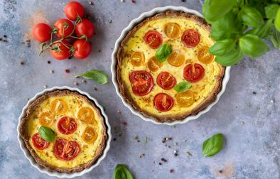 Low carb Quiche mit Tomaten & Basilikum